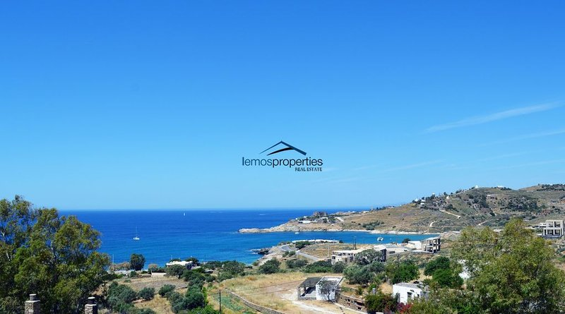 Family house with a sea view for rent in the area of Koundouros, location de vacances à Dryopida