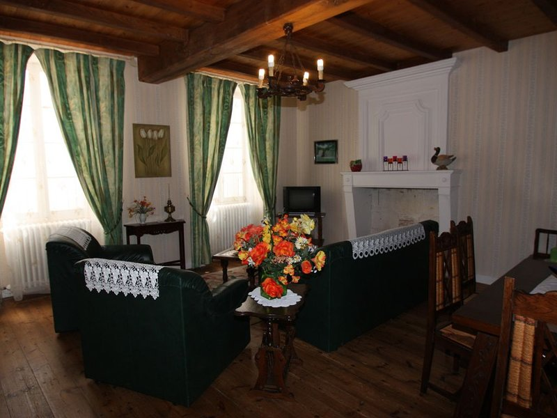 Chez FERNAND - Gite de campagne, holiday rental in Brizambourg