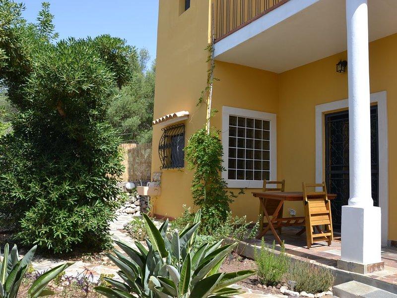 Villa immersa nel verde a due passi dal castello Eurialo, vacation rental in Belvedere