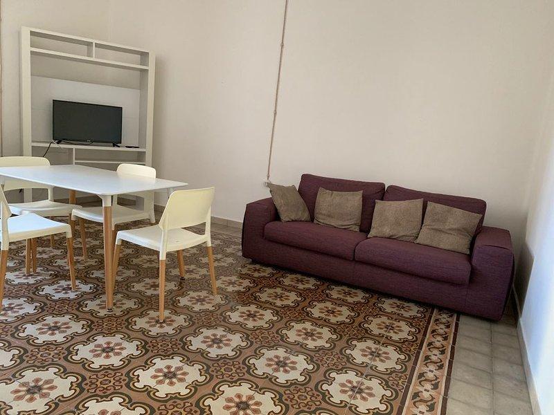 CASA DELL'800 RISTRUTTURATA, vacation rental in Pozzomaggiore