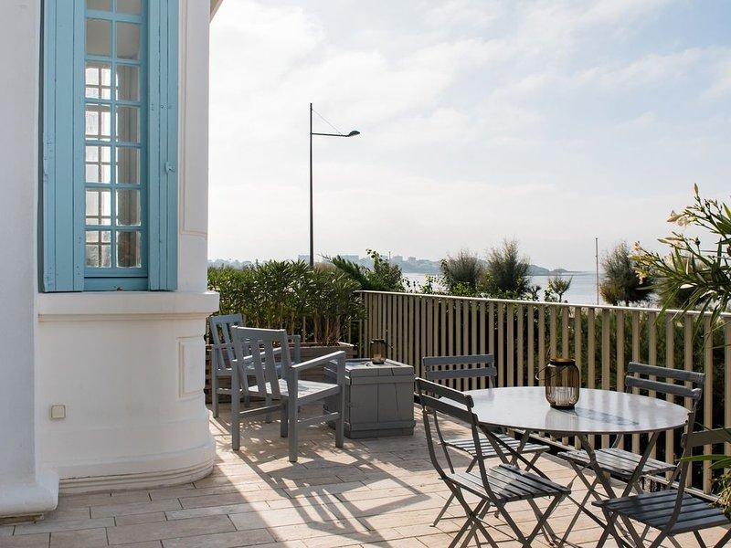 Villa Belle Epoque sur la plage, pleine vue mer, holiday rental in Royan