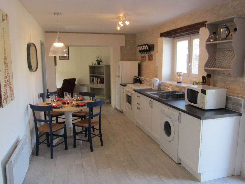 A traditional 2 bedroomed stone cottage ideal for family holidays., Ferienwohnung in Louzignac