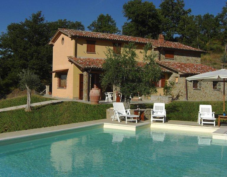 Casa Vacanza Col di Fabbri 8 persone, 4 Camere da letto, Piscina privata, holiday rental in Morra