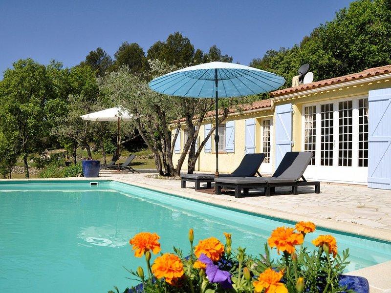 fantastisch gelegen vrijstaande villa met prive-zwembad voor 8 personen., casa vacanza a Callas
