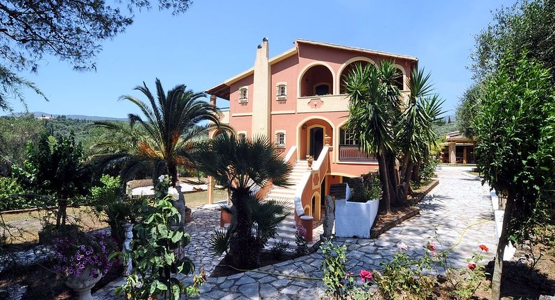 Private Traditional Corfiot villa surrounded by olive trees, holiday rental in Skripero