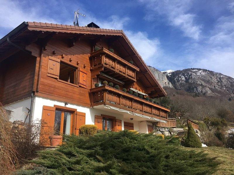 Mountain chalet with pool & stunning views, close to skiing & summer activities, holiday rental in Megevette