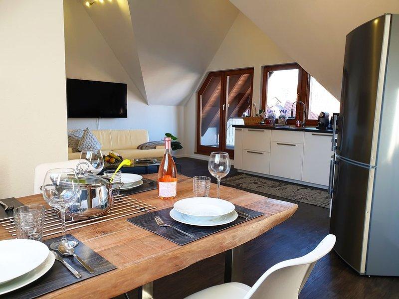 Moderne 2-Zimmer-Dachgeschoss-Wohnung mit Balkon sowie Internet/WLAN, Ferienwohnung in Meersburg (Bodensee)