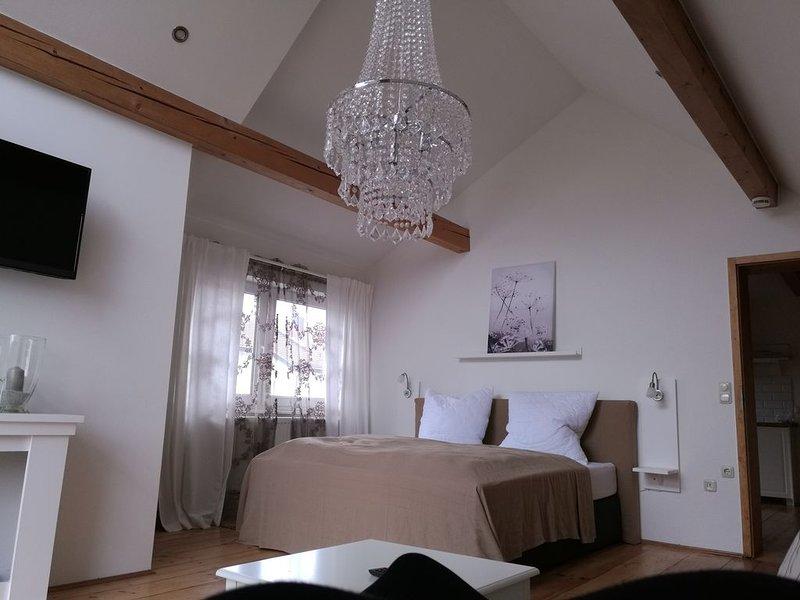 Zauberhafte Ferienwohnung zentral in Altötting, location de vacances à Tuessling