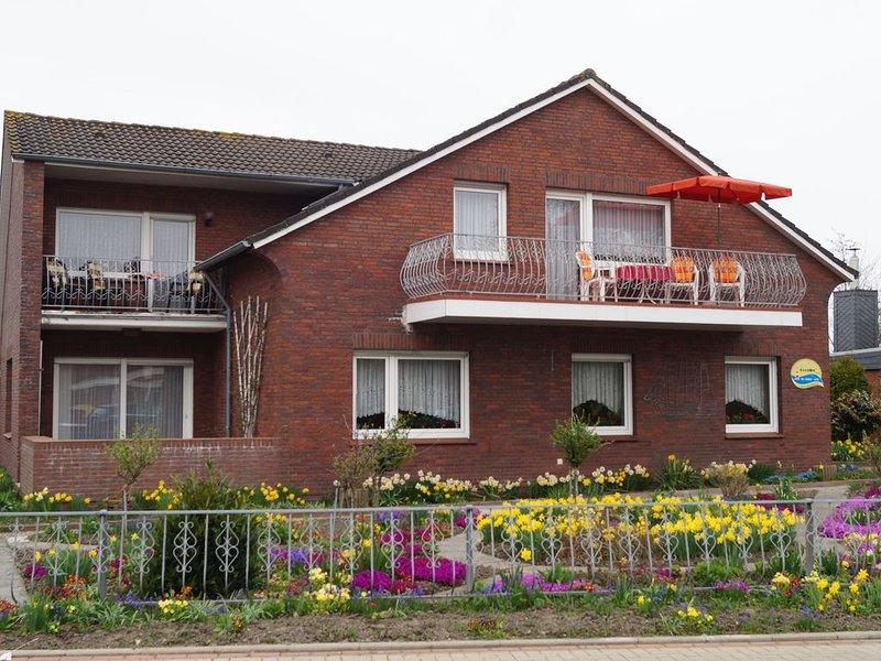Erholung in gemütlicher FeWO mit Garten und Strandnah. Wohnung 2 größerer Balkon, holiday rental in Langeoog
