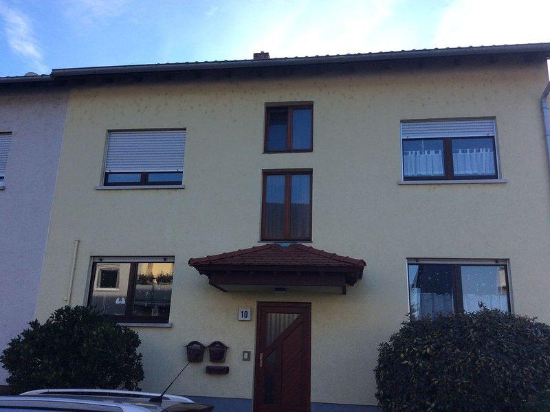 3 Zimmer Dachgeschoß Wohnung für bis zu 5 Gäste, vacation rental in Schwetzingen