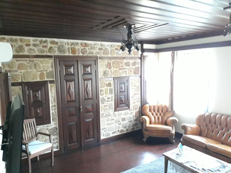 Residence in the renovated old town manor house, vacation rental in Muratpasa