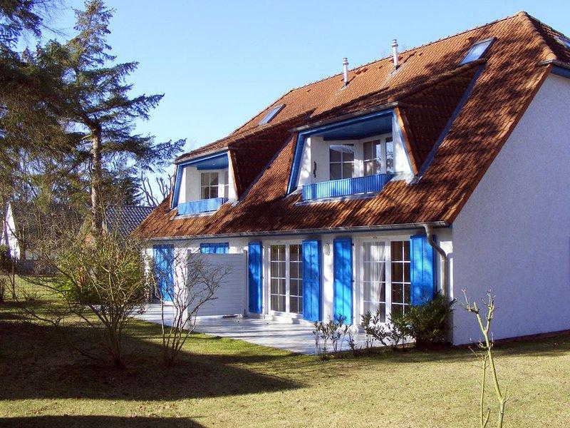 große Ferienwohnung im Herzen Prerows, Haustiere erlaubt, mit Bettwäsche u. WLAN, location de vacances à Ostseebad Prerow