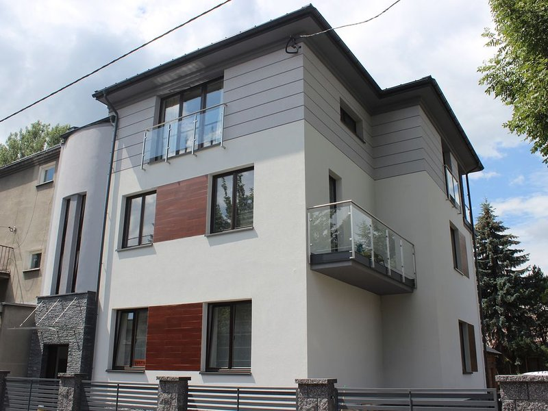 Wola Modern Apartments Black&White, holiday rental in Chrosna