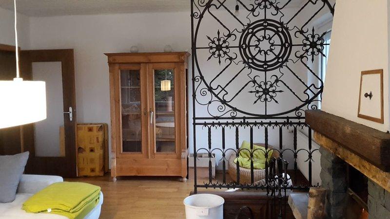 Freistehendes Ferienhaus mit 3 Schlafzimmern in der Natur, holiday rental in Hillesheim