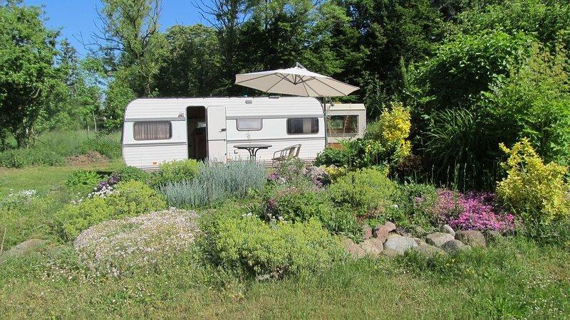 liebevoll renovierter Wohnwagen, vacation rental in Semlow