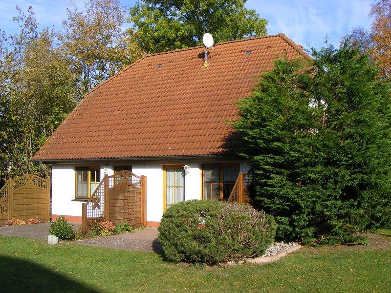 komfortable Ferienhaushälfte für 4 Personen, Garten, Terrasse, Hafennähe, holiday rental in Ostseebad Prerow