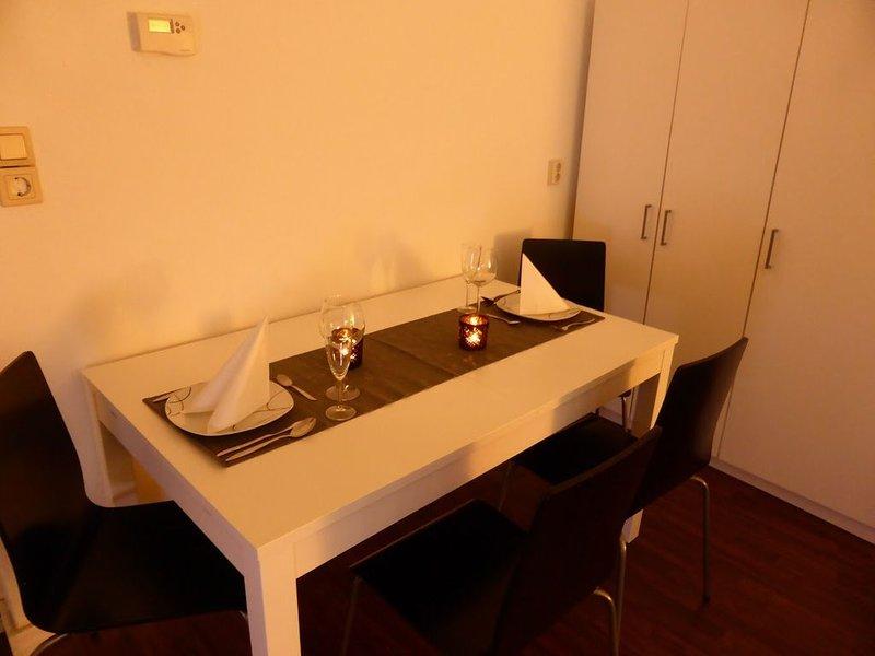 Großes helles Apartment mit 2 Schlafzimmern free WiFi 5 Minuten bis ins Zentrum, location de vacances à Stadtroda
