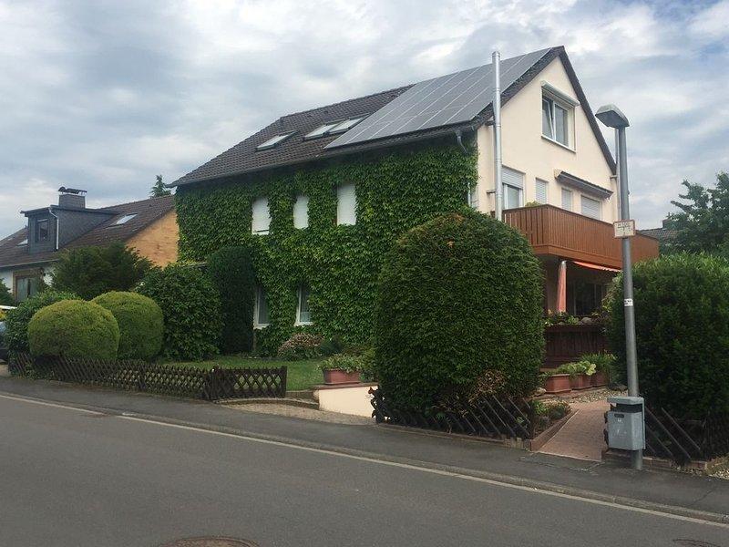 Wohnung 100m2 mit Ausblick in Vellmar für 4 Gäste, aluguéis de temporada em Niestetal
