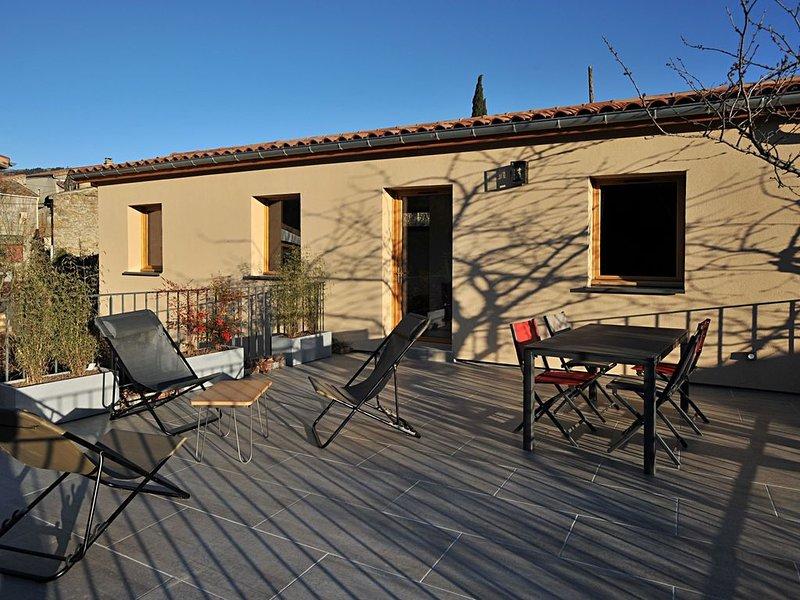 Ferienhaus in der Ardèche  mit 2 Terrassen und wunderbarem Ausblick ins Tal, holiday rental in Darbres