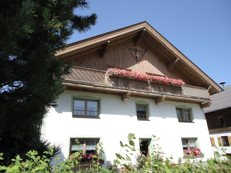 Sehr gemühtliche u. geräumige. Wohnung mit Naturholzmöbel aus eigener Produktion, holiday rental in Wangle