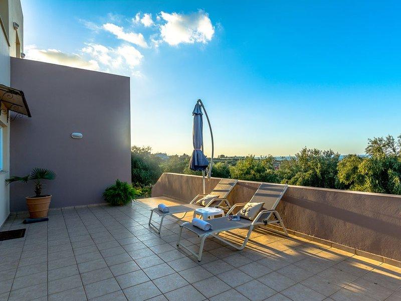 Modernes Ferienhaus, herrlicher Meerblick, Kinderspielecke, vacation rental in Skaleta