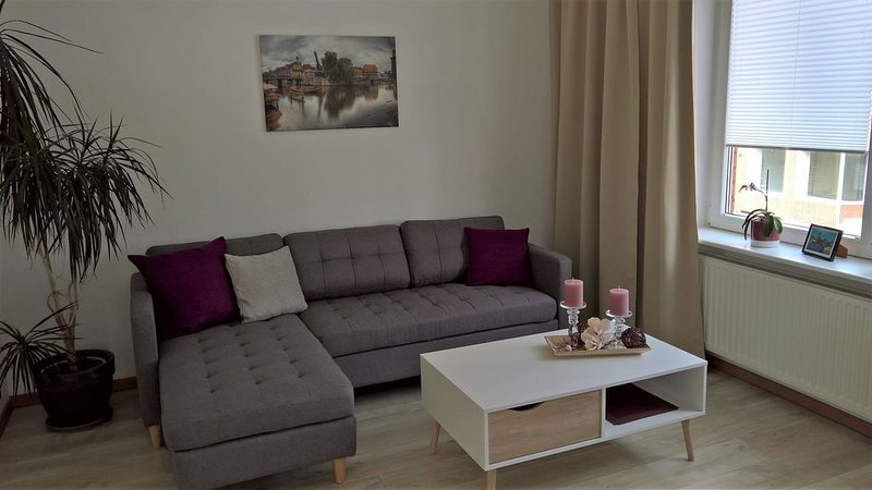 Moderne 2 Zimmerwohnung, 1. Etage separat im Einfamilienhaus, Lage City nah, alquiler de vacaciones en Bleckede