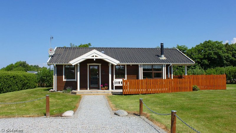 Stilvolles und kinderfreundliches Ferienhaus in Bork Havn am Ringkøbing Fjord, vacation rental in Henne