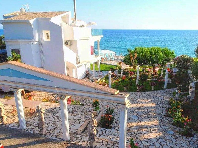 ANGEBOT!! Luxus muss nicht teuer sein! Privater Strandzugang, WiFi uvm. (UG), location de vacances à Nikopolis