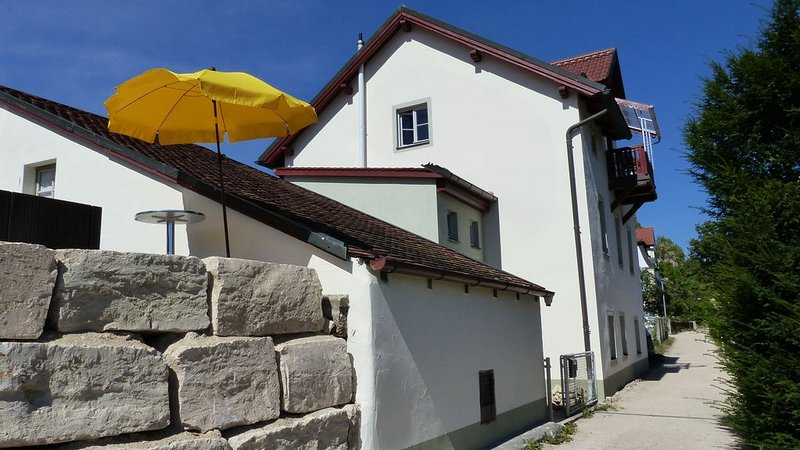 The house is located on a quiet path in the immediate vicinity of the castle.
