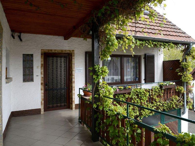Gästehaus Peter, große Ferienwohnung direkt am Wald, holiday rental in Weiskirchen