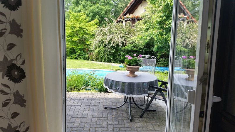 idyllische Ferienwohnung mit Pool und Sauna bei Leipzig, holiday rental in Trossin