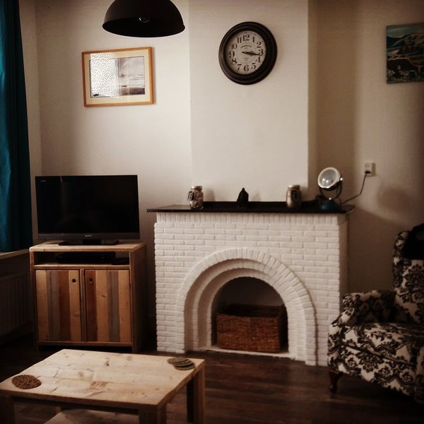 Cozy living room with TV, DVD player, books and games available to us.