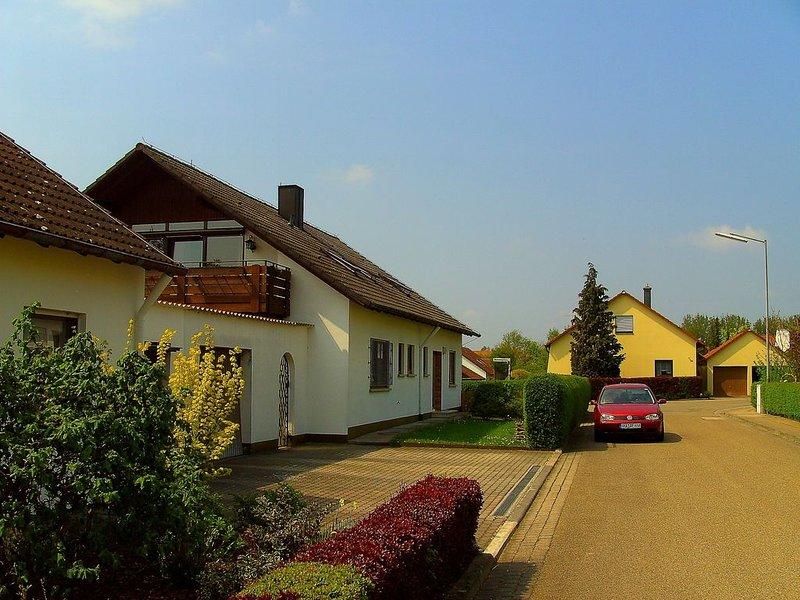 Ferienwohnung Blumenweg in Dinkelsbühl - großzügig - Balkon - 2 Schlafzimmer, holiday rental in Kirchberg an der Jagst