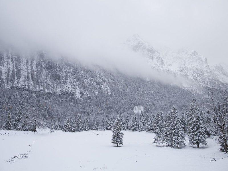 Between Hohem Kranzberg and Wetterstein - winter hiking.