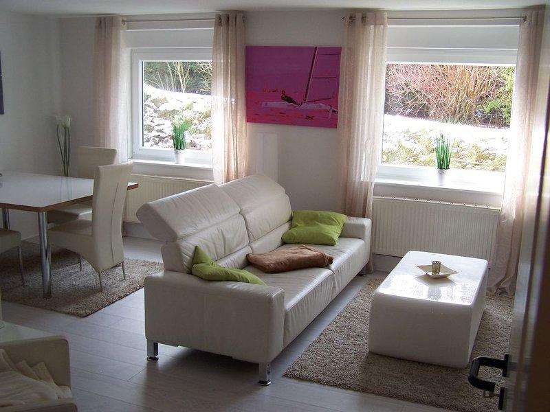 Moderne, ruhige Komfortferienwohnung nur 300 m vom Großen Plöner See, holiday rental in Strenglin