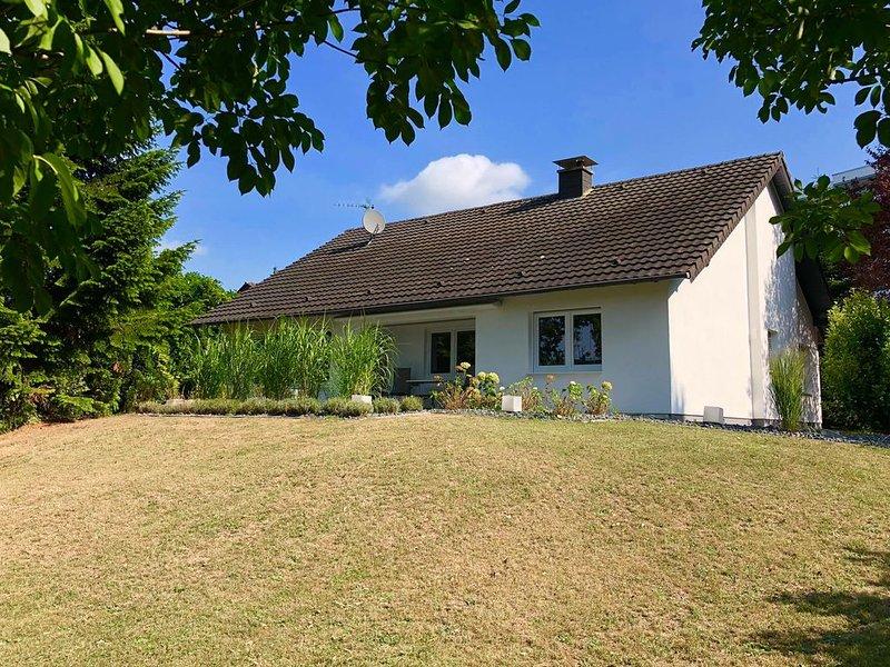 (¯`·._.· Stillvoll eingerichtetes Ferienhaus für den gehobenen Anspruch ·._.·´¯), aluguéis de temporada em Bergisch Gladbach