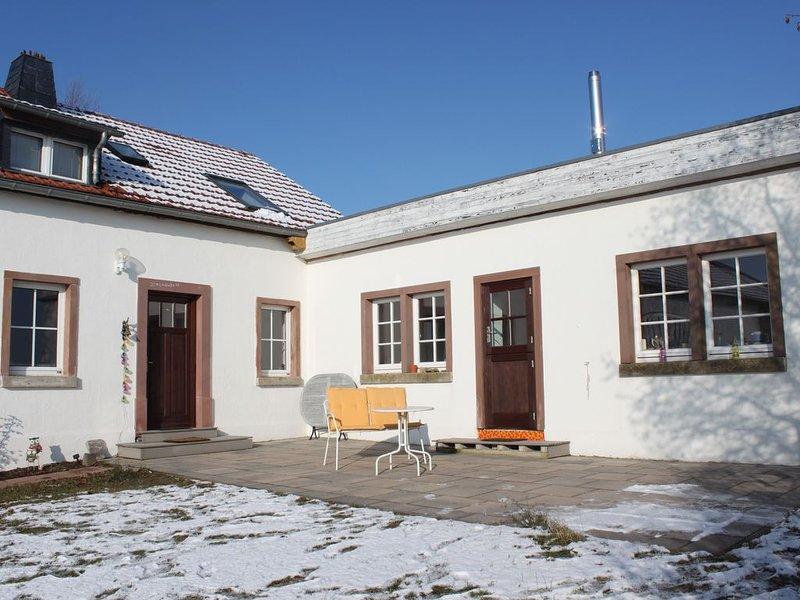 Ferien in der Vulkaneifel, kleines ehemaliges Bauernhaus mit Sonnenterasse, holiday rental in Hillesheim