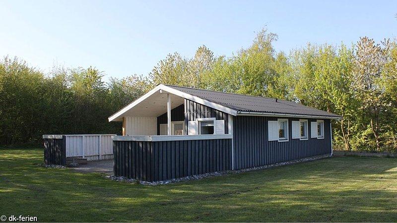 Schickes Ferienhaus mit 3 Schlafzimmern und kostenfreiem WLAN in Strandnähe, location de vacances à Horuphav