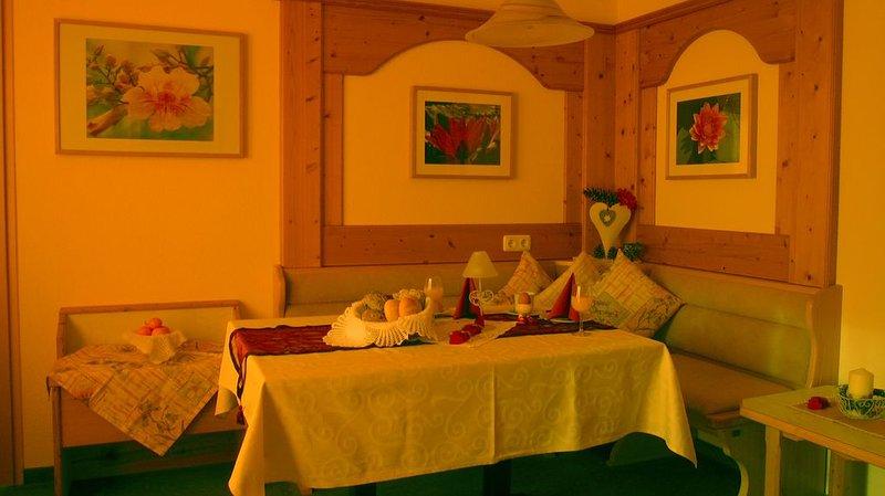 Neue Ferienwohnung mit einzigartigem Ausblick, Sauna, Lift, holiday rental in Telfs