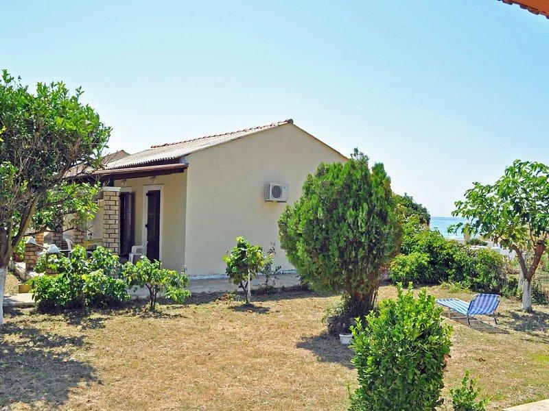 Strandhäuser Yannis am Agios Gordios Strand, holiday rental in Pentati
