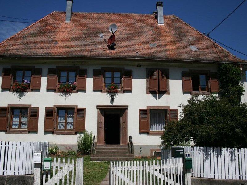 Ferienwohnung mit Garten am Dorfrand mit Blick auf die Berge des Münstertals, holiday rental in Sondernach