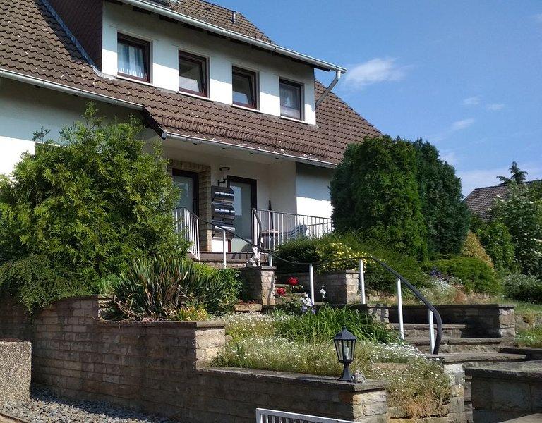 Stilvoll eingerichtete Fewos, schön gelegen im Schaumburger Land., holiday rental in Heessen