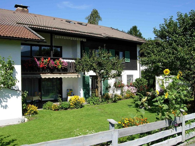 Ruhige Ferienwohnung mit Terrasse und Bergblick in Murnau, alquiler de vacaciones en Ohlstadt