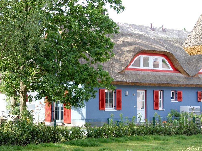 Strandnah, ruhig, familienfreundlich, komfortabel, Sauna, Kamin, Garten,WLan, holiday rental in Neuenkirchen