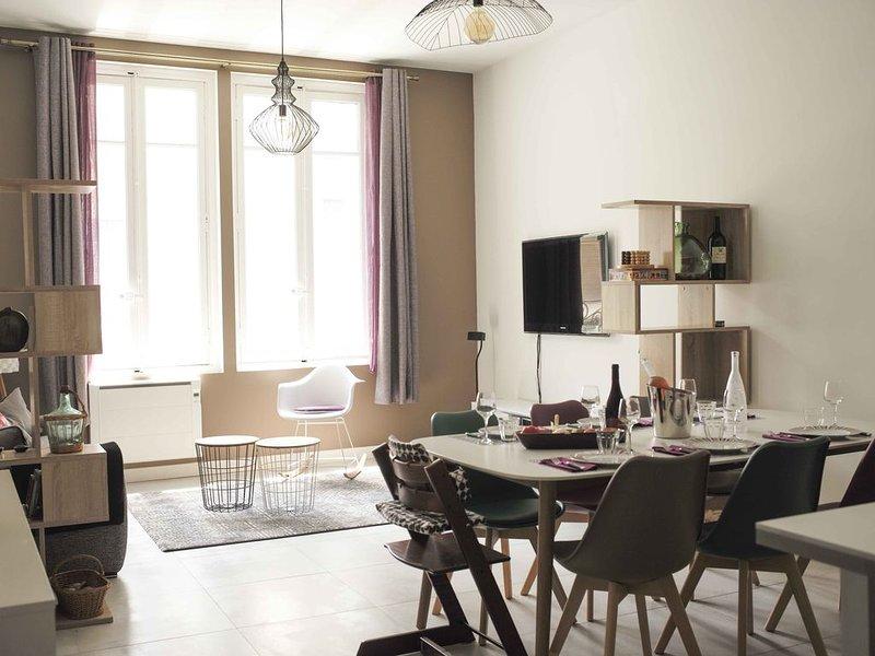 Charmante 3-Zimmer Wohnung im Zentrum, holiday rental in Vinassan