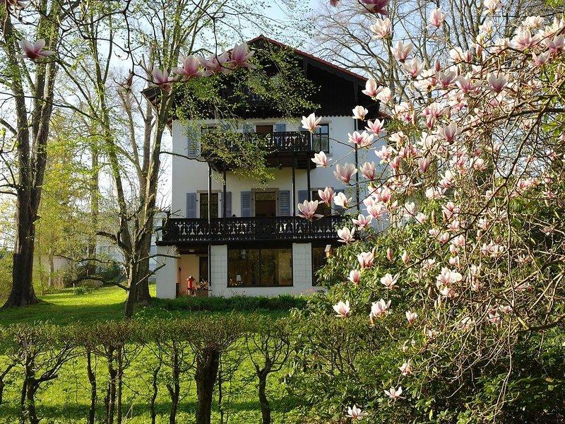 Ferienwohnung in der 'Villa Schweizerhaus' am Barockschloss Lichtenwalde, holiday rental in Freiberg