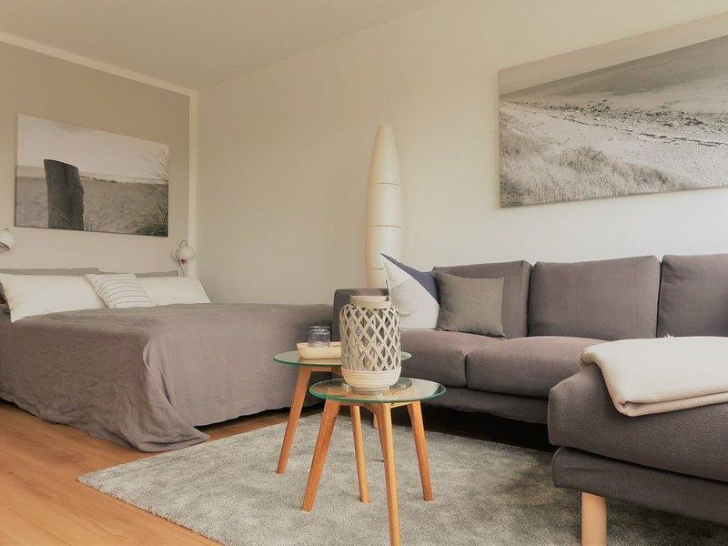 Moderne Wohnung, Seeblick, direkt am Südstrand, WLAN & Strandkorb inkl., location de vacances à Fehmarn