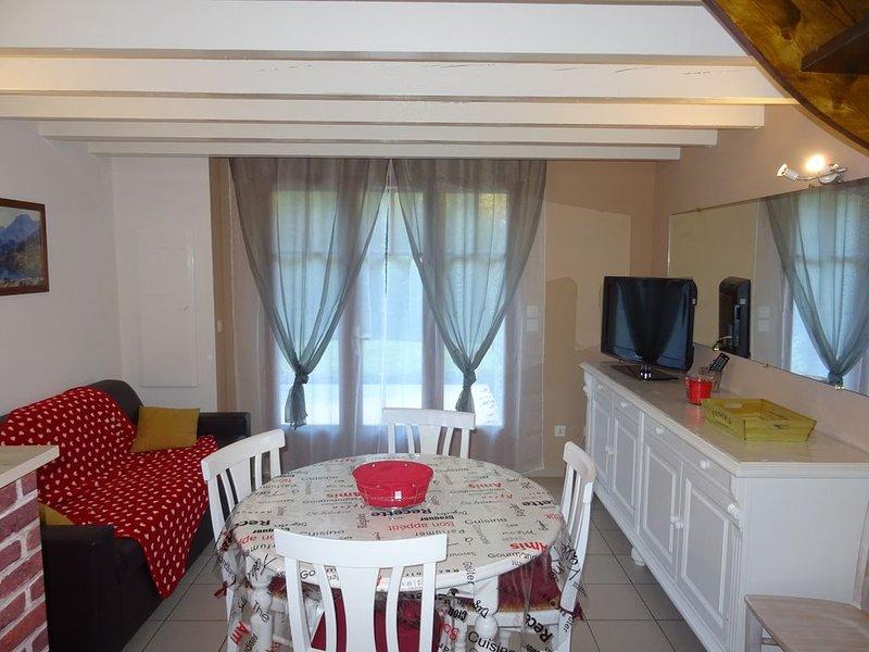 APPARTEMENT T3 DUPLEX 6 pers PLEIN PIED, vacation rental in Luz-Saint-Sauveur