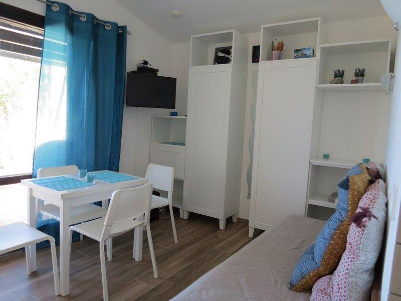 Marine sant'ambroggio mini villa avec accès direct mer, casa vacanza a Lumio