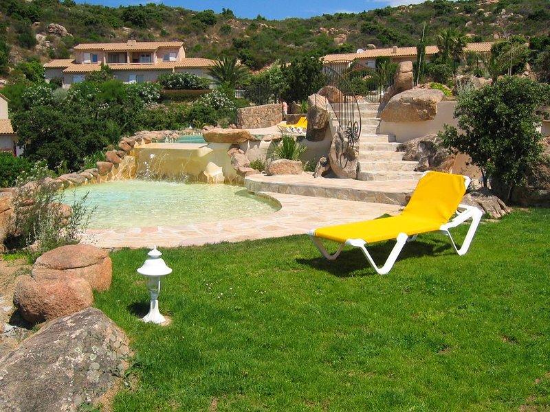 Mini-villa N°4 1 chambre env.55m² piscine chauffée  vue panoramique, aluguéis de temporada em Porto-Vecchio